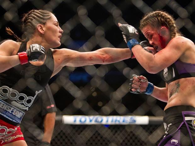 Esplode orecchio a lottatrice Ultimate Fighting