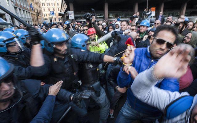 Autunno caldo 2014: esplode la tensione sociale contro Renzi
