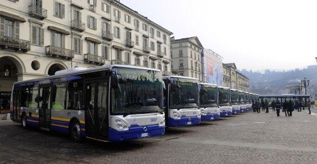 Usavano le tessere del bus dei defunti: 11 indagati