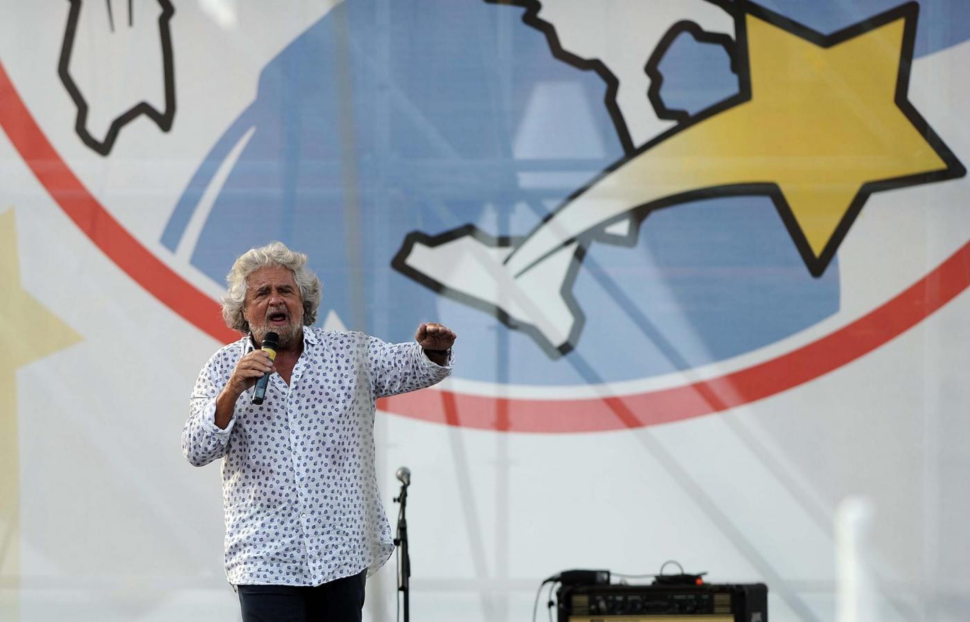 M5S protesta contro Grillo e lui divide le responsabilità con 5 vice