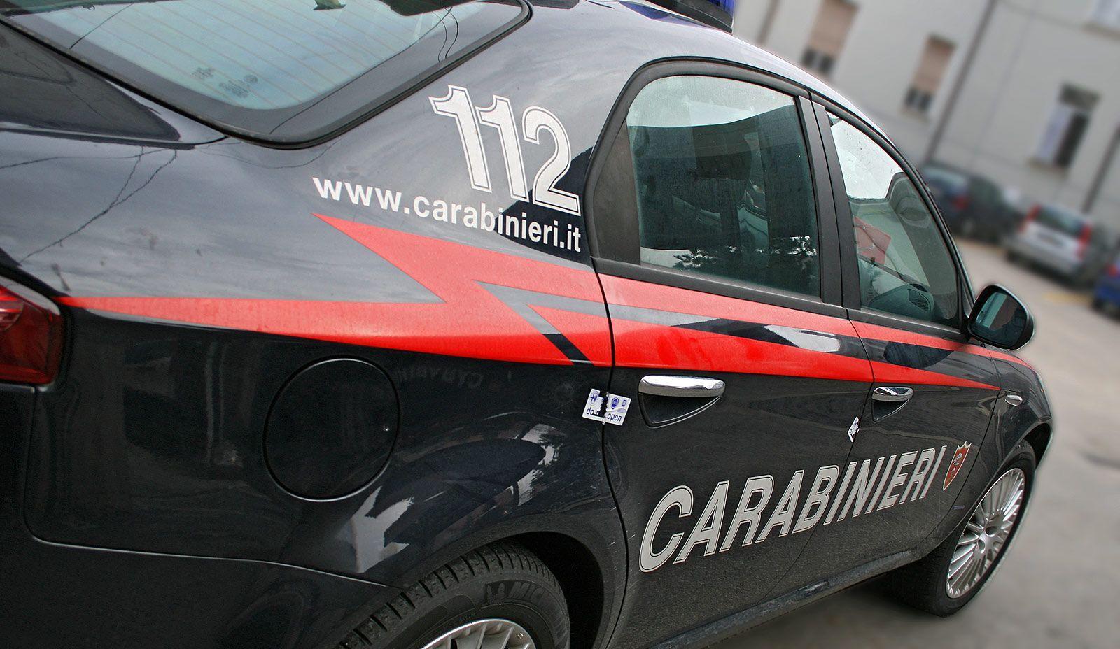 Palermo, villetta di campagna trasformata in casa a luci rosse: un arresto