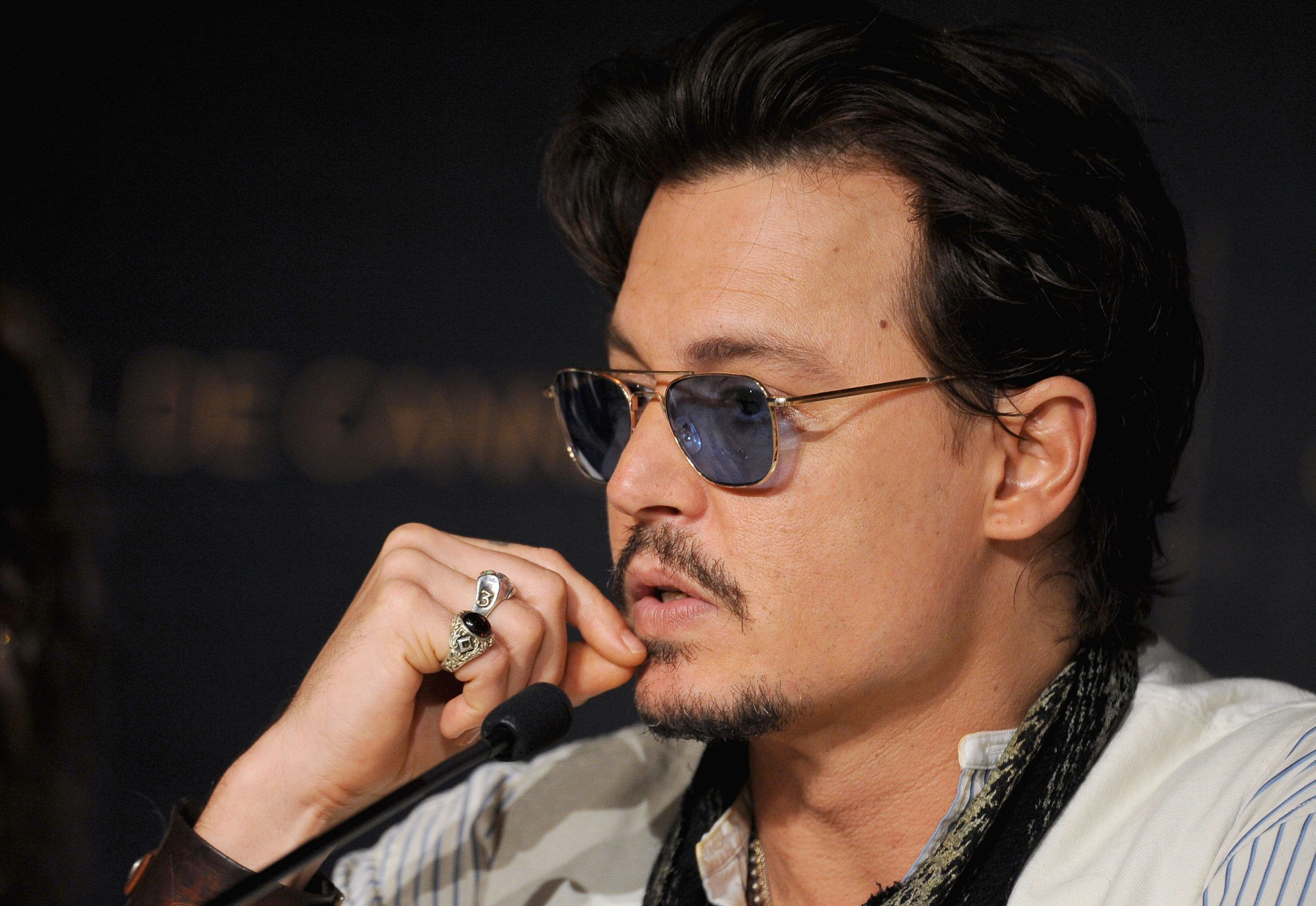 Johnny Depp ubriaco sul palco degli Hollywood Film Awards