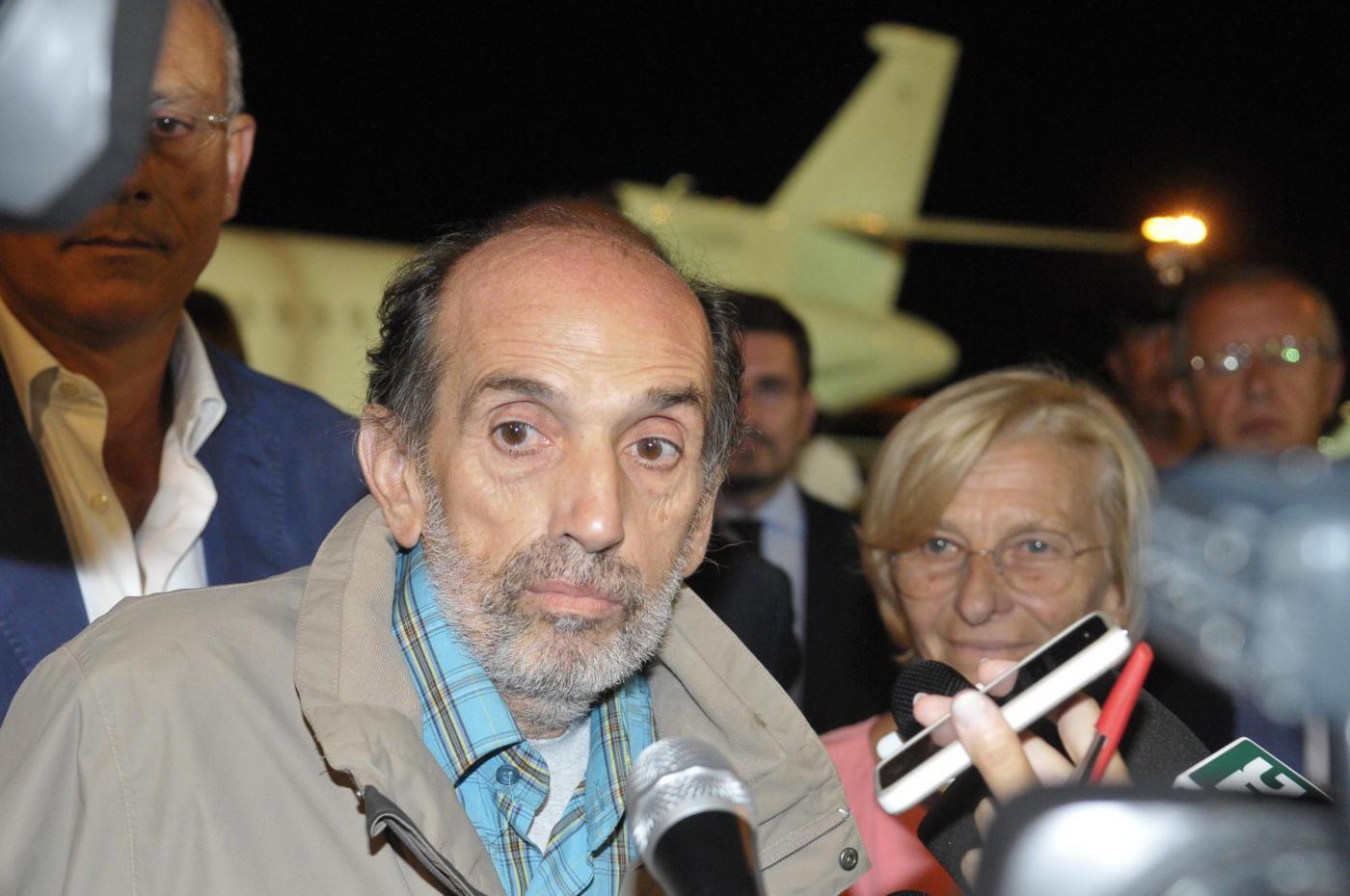 Domenico Quirico è libero, accolto da Emma Bonino a Ciampino