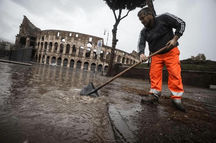 Maltempo a Roma: numerosi allagamenti e traffico in tilt