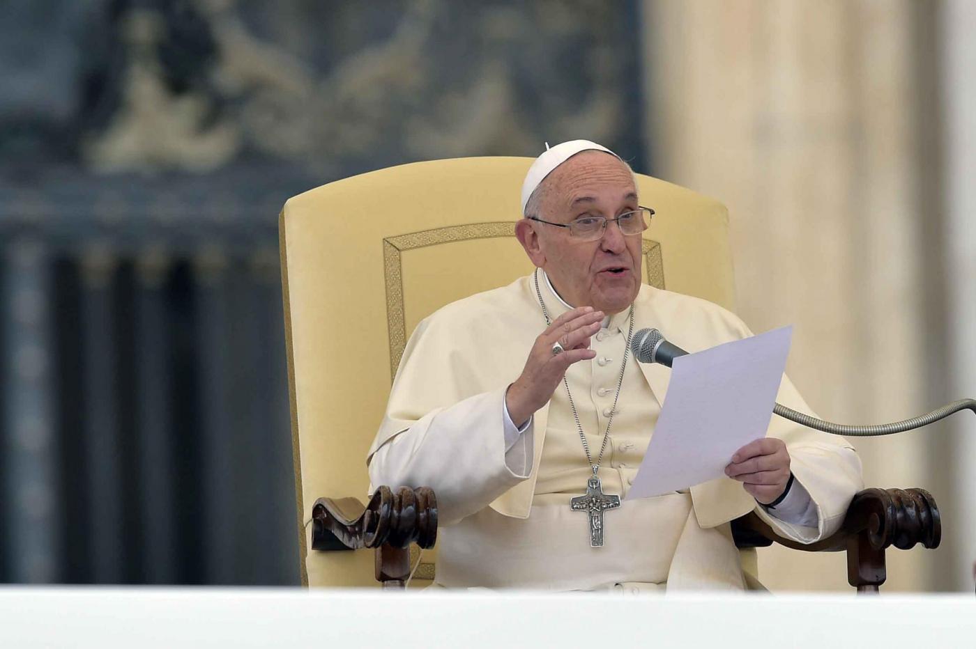 Papa Francesco contro le violenze sui cristiani: «Siate forti e saldi nella speranza»