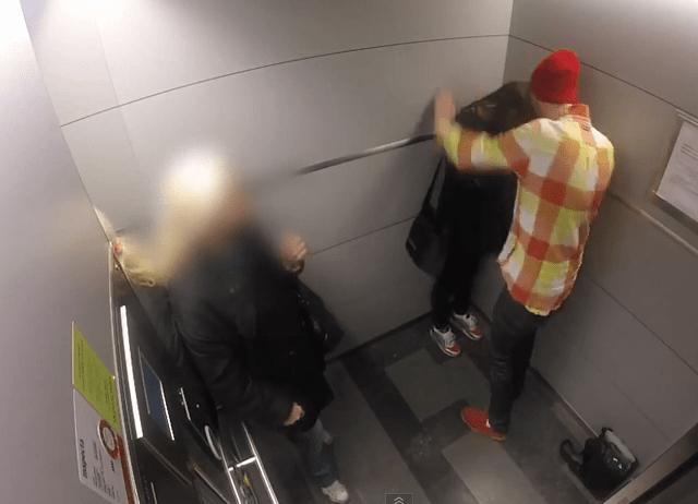 Donna picchiata in ascensore, nessuno reagisce: l'esperimento in Svezia