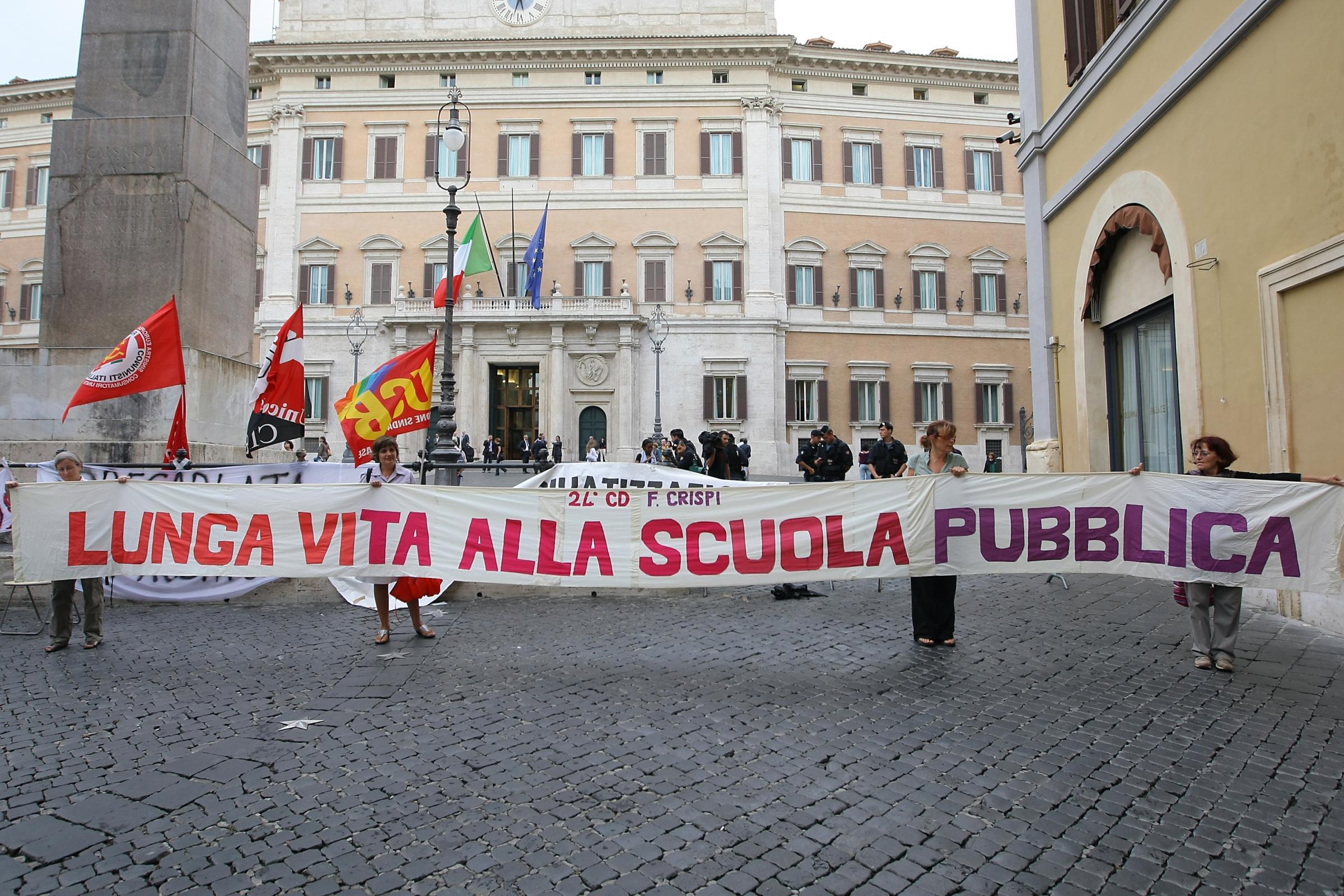 Precari scuola news, l'Ue condanna l'Italia: «Vanno assunti»