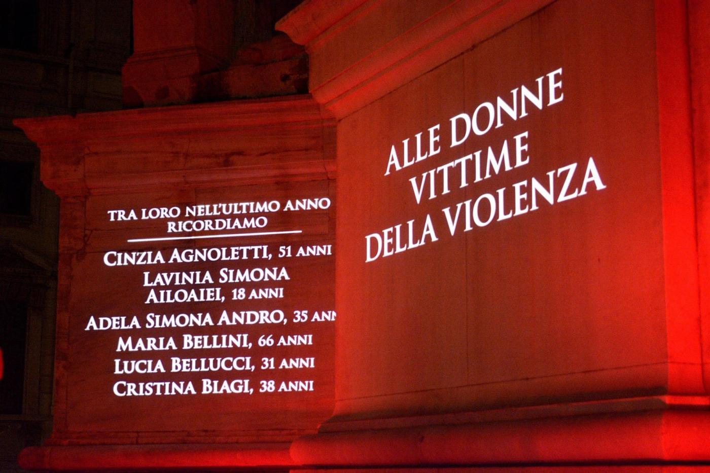 Violenza contro le donne in Italia: tra finanziamenti ridicoli ai centri e una protezione che non c'è