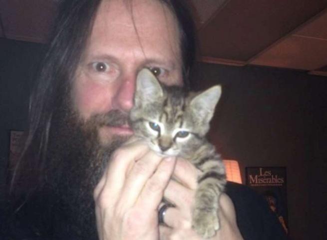 Slayer salvano gattino randagio: il lato tenero dei metallari duri e puri