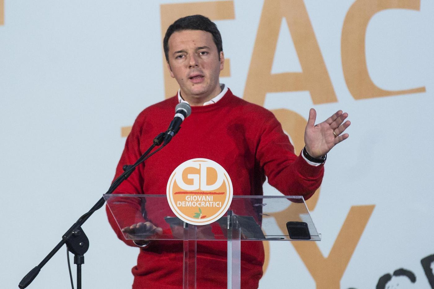 Matteo Renzi look: dal maglione rosso natalizio al chiodo di Happy Days
