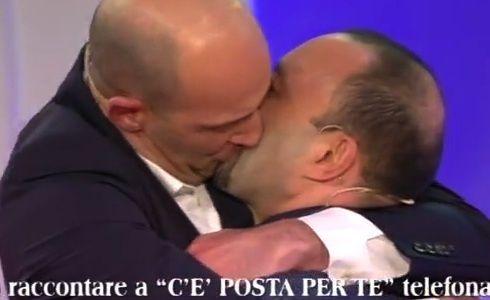 Bacio gay a Cè posta per te 150x150