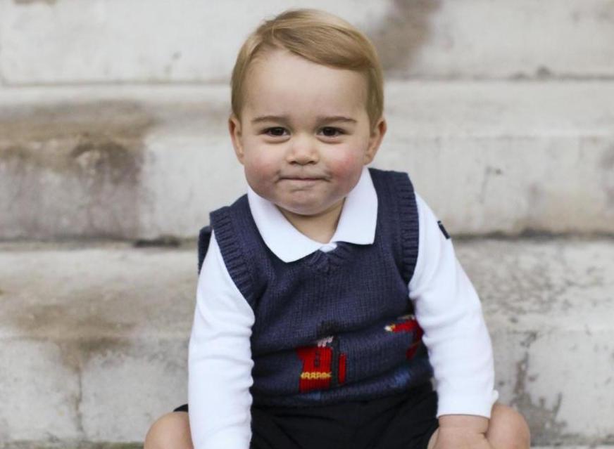 William e Kate presentano George: le foto di Natale del Royal Baby