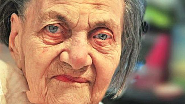 Klara Marcus compie 101 anni: sopravvissuta ad Auschwitz perché era finito il gas