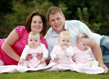 Madre con due uteri e parto trigemellare
