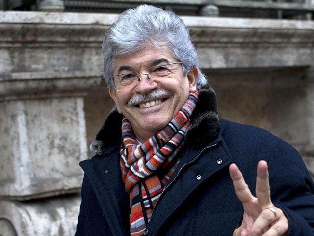 Antonio Razzi Sanremo 2015 Famme Cantà