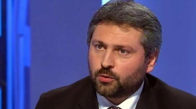 Matteo Renzi telefona a Massimo Artini: la telefonata mandata in onda fa infuriare l'ex grillino