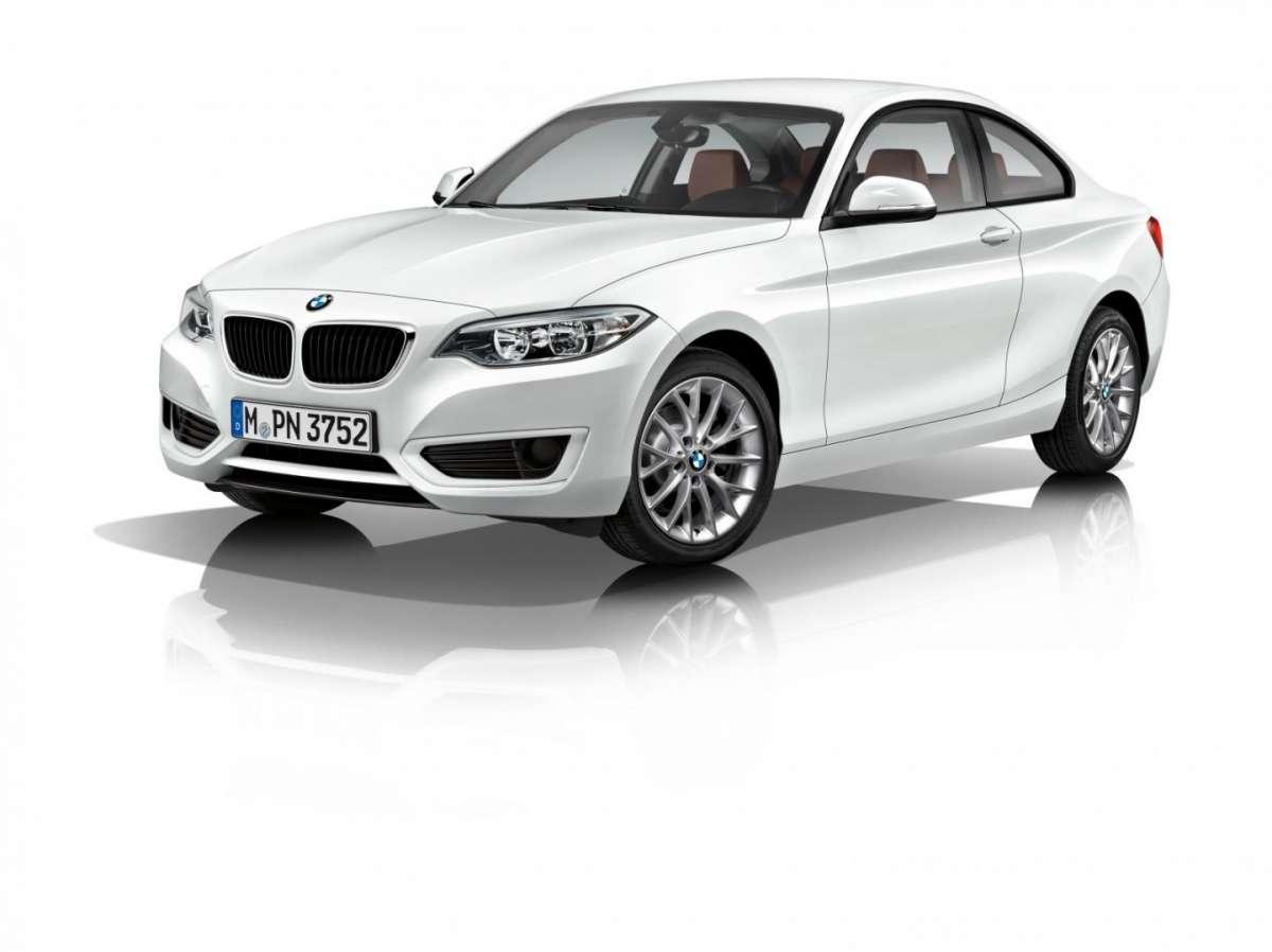 Nuova BMW Serie 2 Coupé, arriva il motore 3 cilindri turbo: scheda tecnica