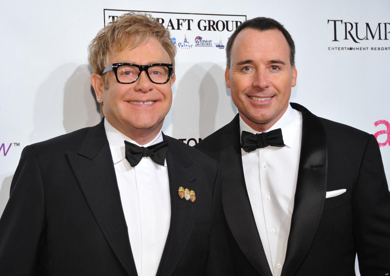 Elton John e David Furnish si sposano per la seconda volta in Inghilterra
