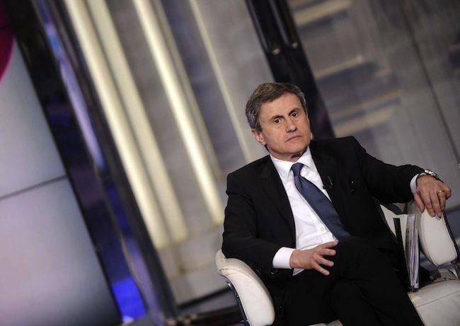 Gianni Alemanno indagato per mafia: 'Portava i soldi in Argentina'