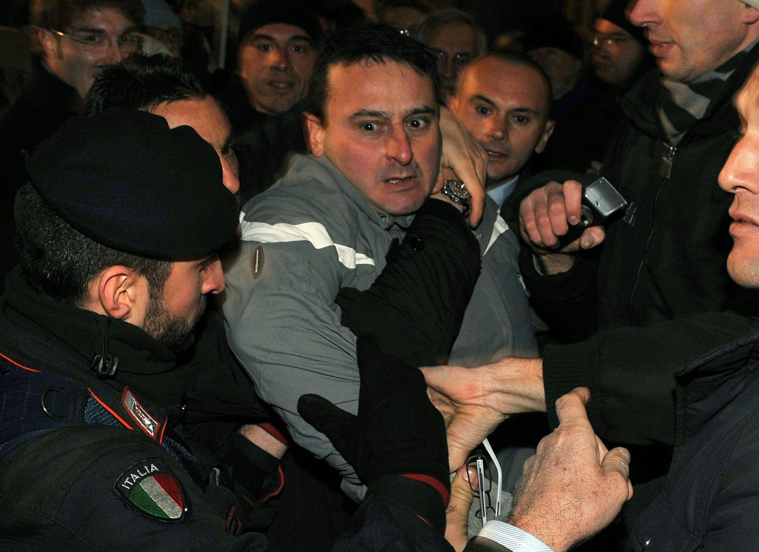 Massimo Tartaglia partecipa ad un provino per lavorare come Babbo Natale