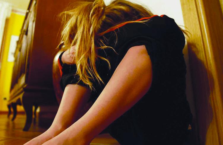 Papà orco abusa delle due figliolette, la più piccola di 6 anni
