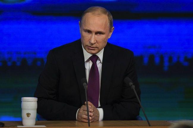 """Crisi del rublo, Putin rassicura la Russia: """"Economia in ripresa in due anni"""""""
