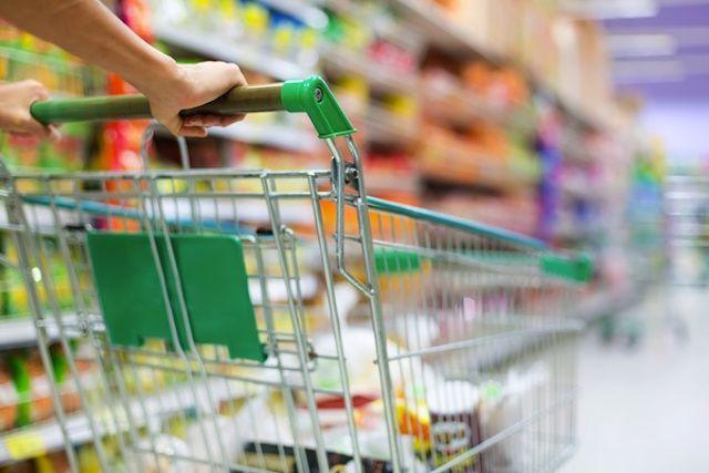 Rischio salmonella e pezzi di vetro: 2 prodotti ritirati dagli scaffali del supermercato