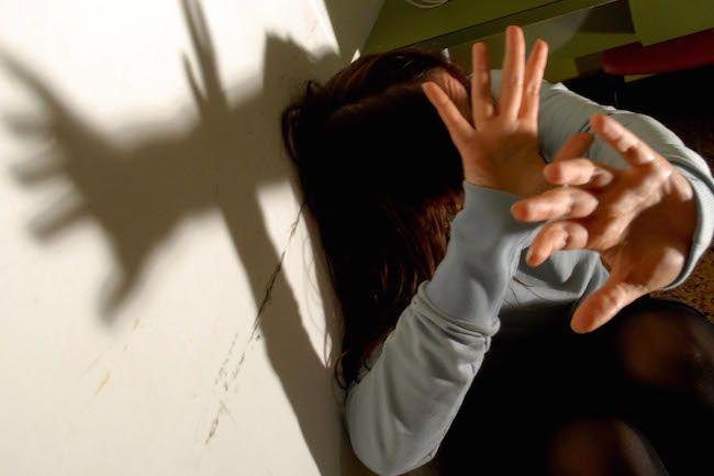 Stupra e mette incinta la figlia di 13 anni