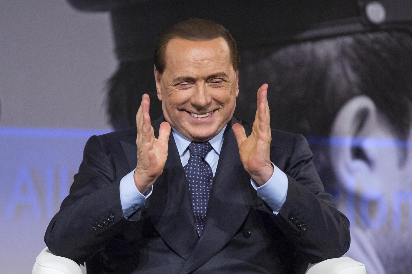 Silvio Berlusconi lancia la sottoscrizione per un'anziana indigente: 'Inizio io con 20.000 euro'