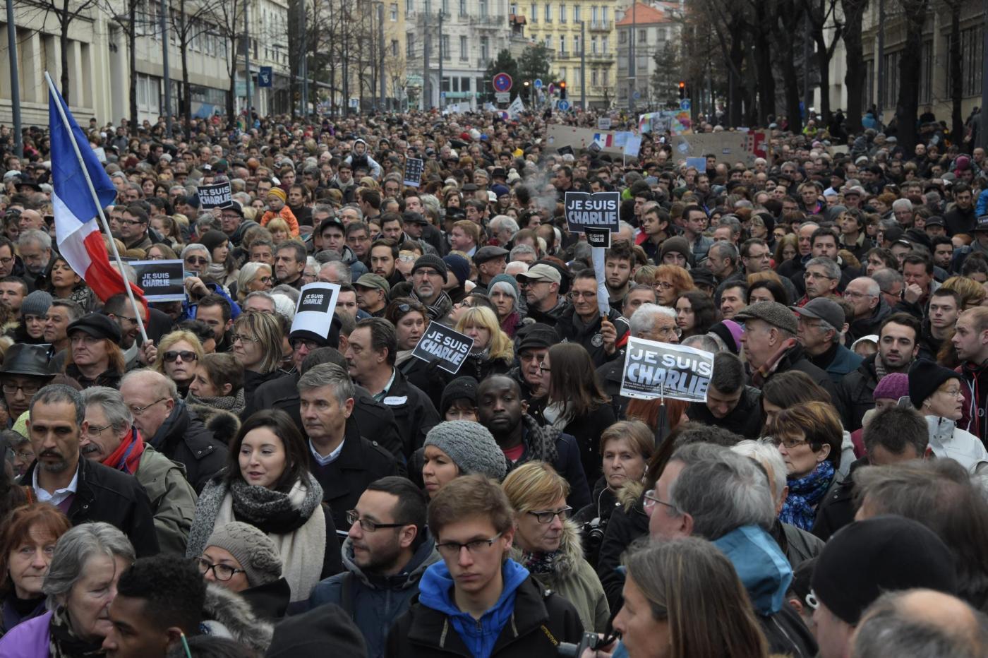 Attentato a Parigi, marcia contro il terrorismo: 2 milioni di persone, 45 Capi di Stato