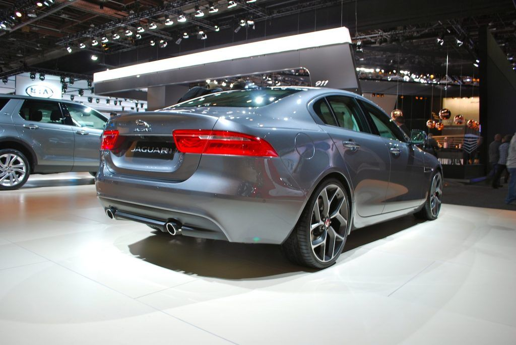 Jaguar XE tre quarti posteriore 1024x685
