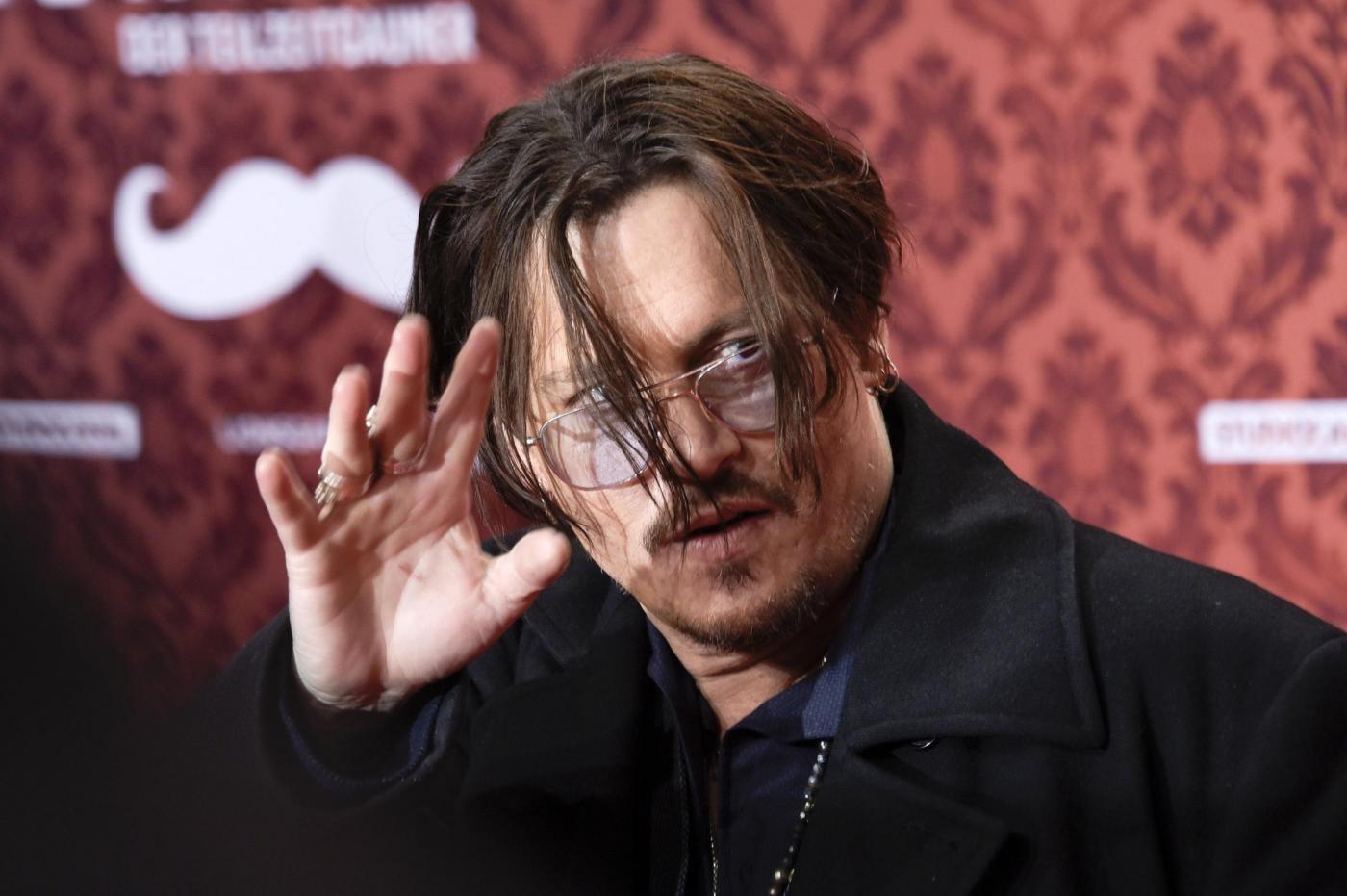 Johnny Depp e Russell Crowe ingrassati: i due attori in sovrappeso sul red carpet