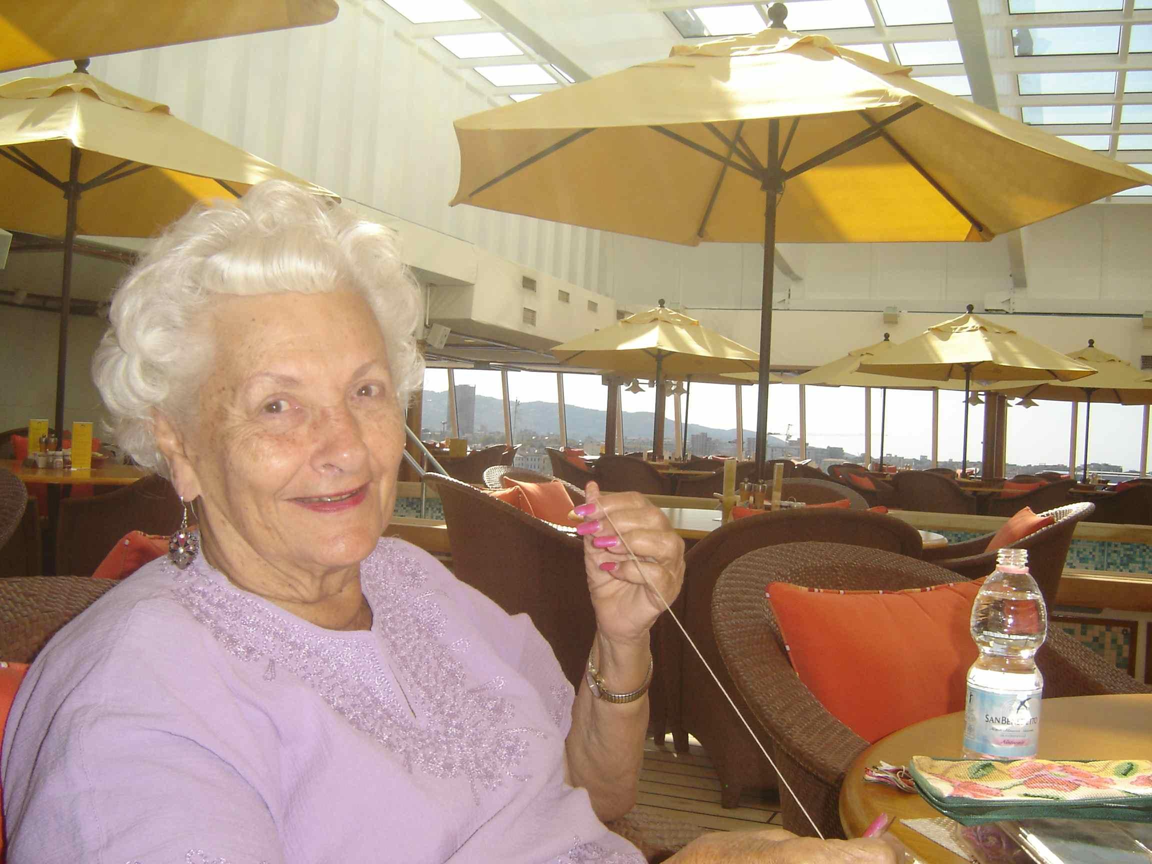 Mama Lee, la vedova che vive sulle navi da crociera