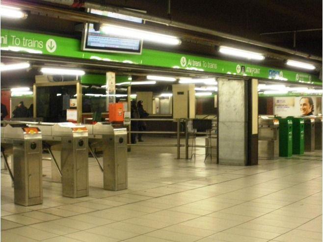 Milano, panico in metro: 'Siete infedeli vi uccido tutti'