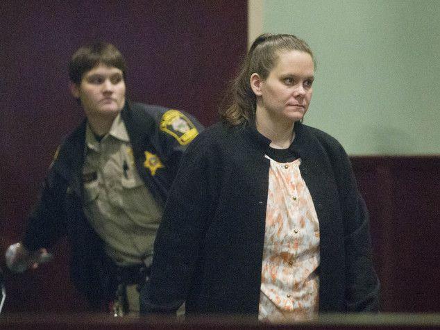 Wendy Holland condannata a 129 anni per incesto e stupri sui bambini della famiglia