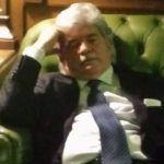 Antonio Razzi dorme durante la votazione per il Presidente della Repubblica