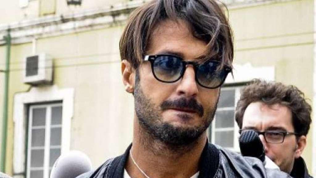Francesco Corona, fratello di Fabrizio, aggredisce paparazzo sotto casa di Nina Moric