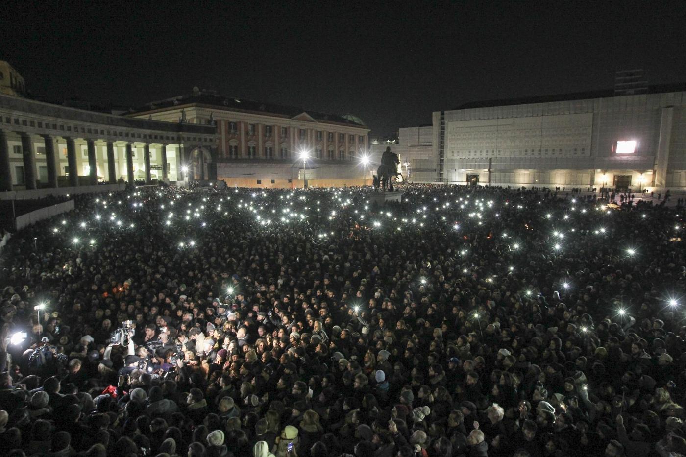Pino Daniele: a Napoli un flash mob per ricordare l'artista