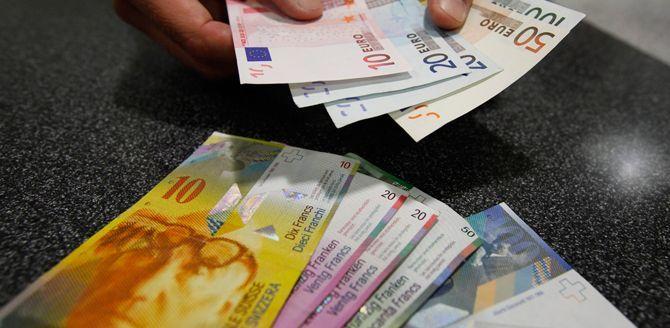 Franco svizzero, il cambio diventa flessibile: tutti i retroscena di una scelta epocale