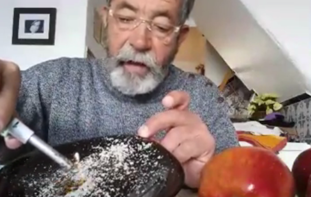 Gratta la buccia di una mela e scopre una sostanza inquietante: è la morfolina?
