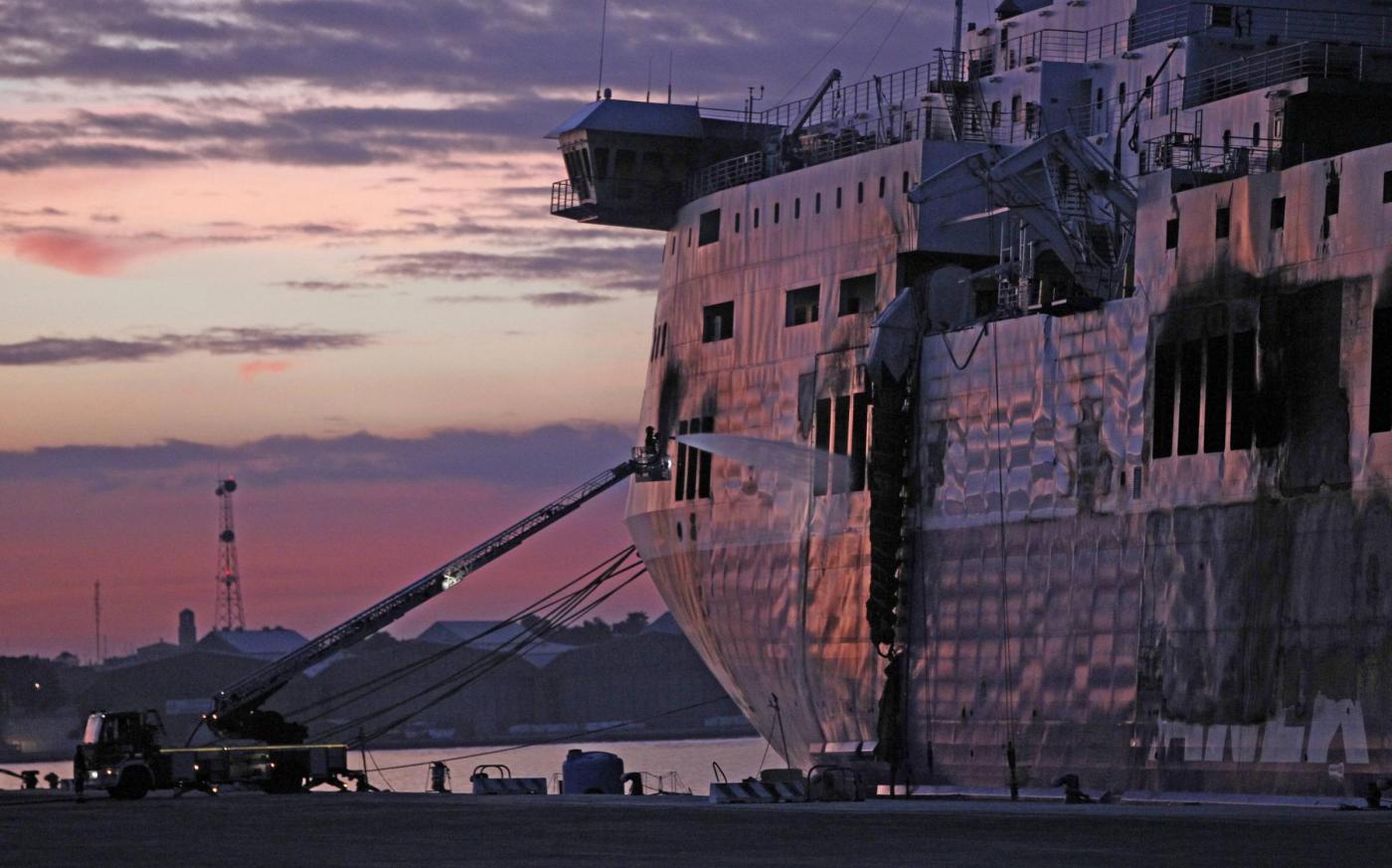 Norman Atlantic in fiamme tra la Grecia e l'Italia: durante l'ispezione non sono stati trovati corpi
