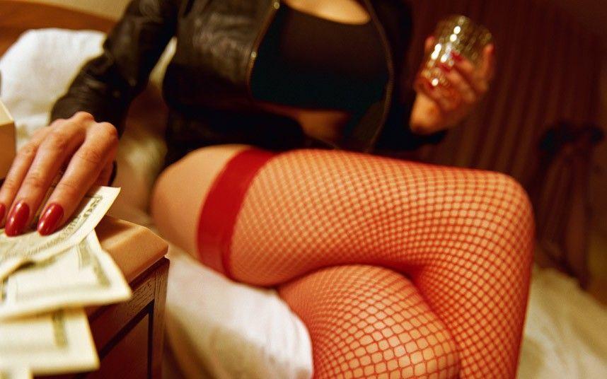 Prostituta scrive alle mogli dei suoi clienti: 'Se tuo marito viene con me devi essere contenta'