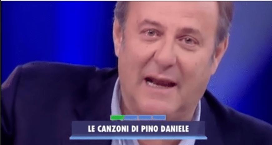 Gerry Scotti in lacrime per Pino Daniele ad Avanti un altro
