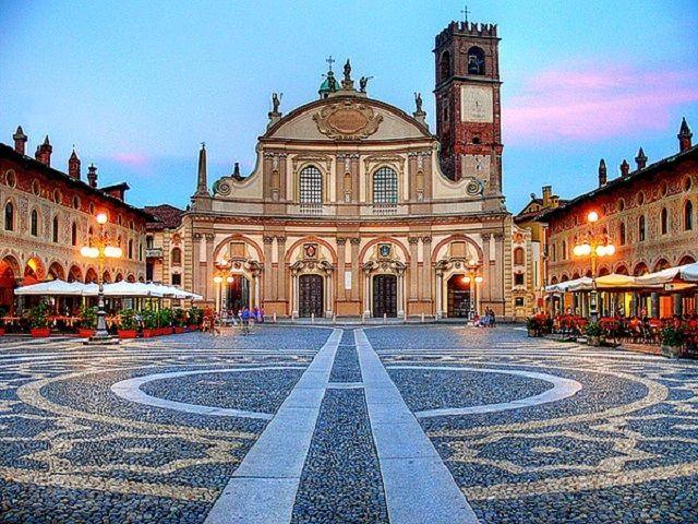 Parroco sotto ricatto a Vigevano per festini a luci rosse