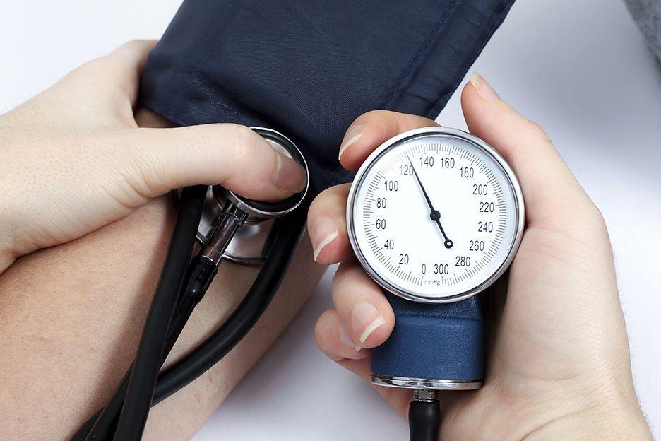 Pressione alta: cause, sintomi e rimedi