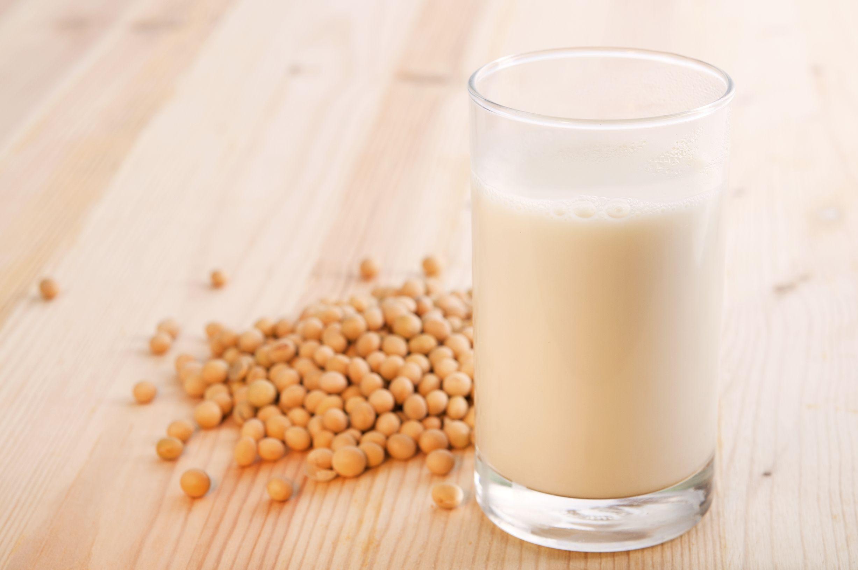 Latte di soia: proprietà benefiche, valori nutrizionali ed effetti collaterali