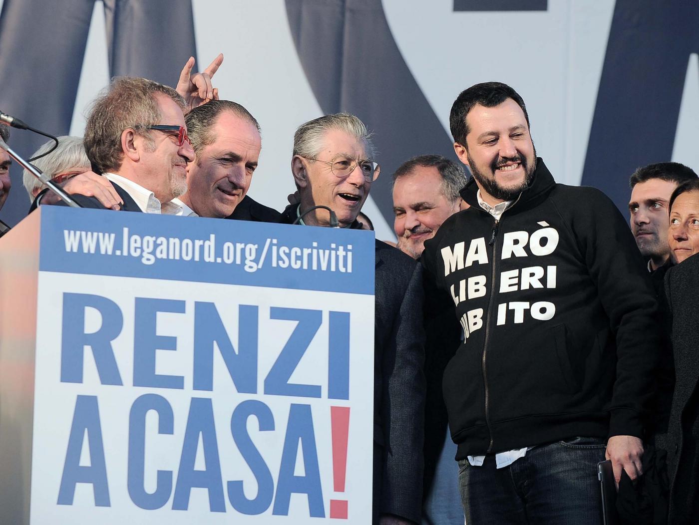 Umberto Bossi con Salvini manifestazione Renzi a casa