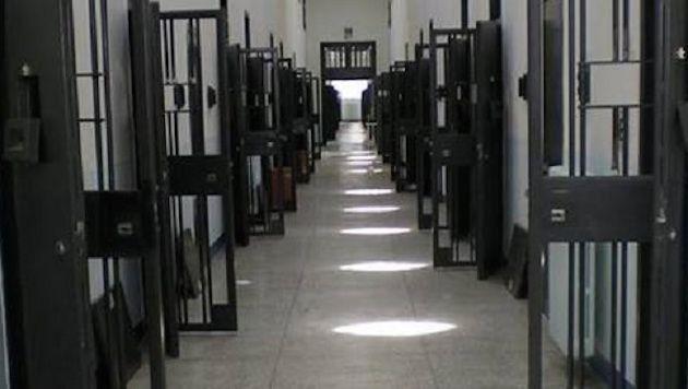 Suicidio di un detenuto, frasi choc su Facebook: «Un rumeno in meno»