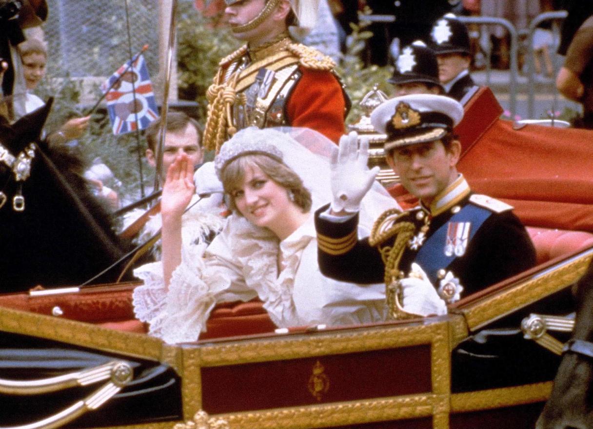 Carlo d'Inghilterra e Diana: una biografia non autorizzata svela particolari inediti