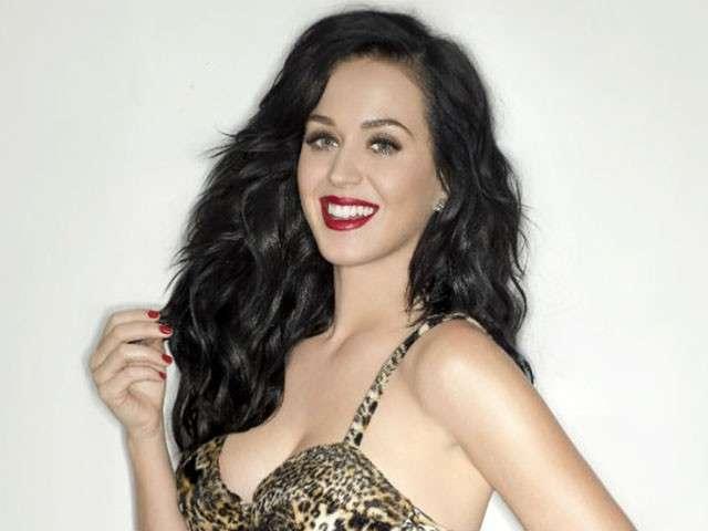 Katy Perry: la cantante in visita ad Auschwitz
